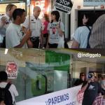 """Acción """"murga a Bankia"""" en centro comercial La Vaguada"""